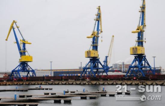 中国造港口起重机,到底有多厉害?连美国都得上门求购买