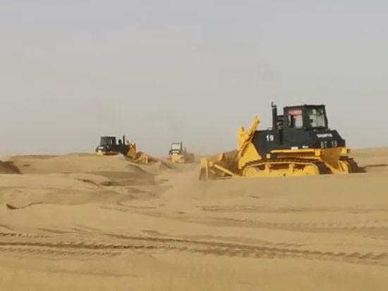 SD32推土机在喀什地区进行开发作业