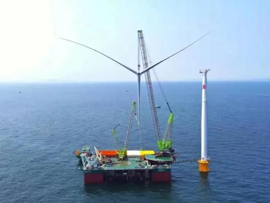 单月6台!中联重科ZCC18000助力大连市庄河1号海上风电场风机吊装