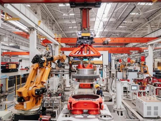 """三一机器人助力桩机工厂获评全球重工行业首家""""灯塔工厂"""""""
