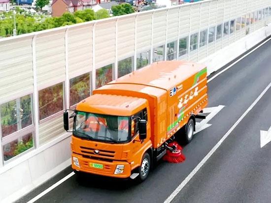 浦东公路养护打造路域绿色生态 宇通新能源环卫车实力助阵!