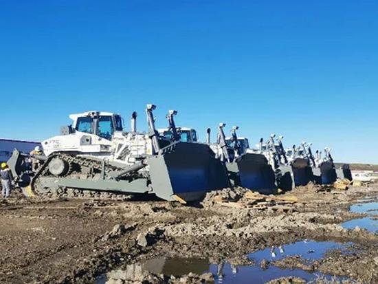 利勃海尔5台PR776推土机顺利进驻内蒙古煤矿