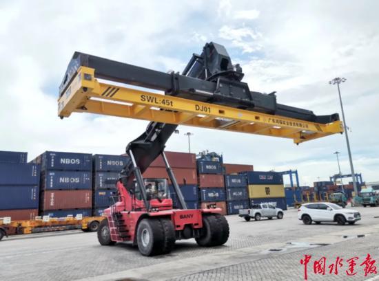 东莞港务集团完成国内首例53英尺非标吊具自动化改造