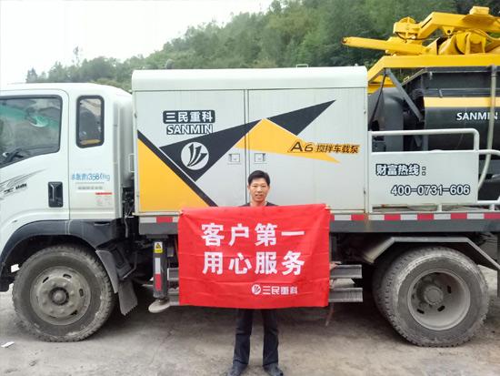 混凝土搅拌车载泵行驶时应遵循什么原则?
