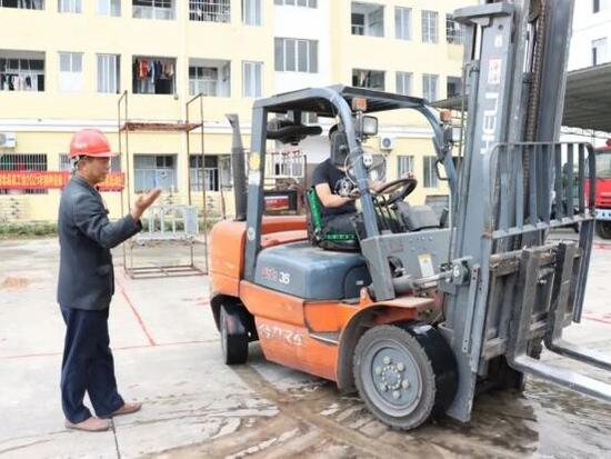 浦北县总工会举办叉车司机技能培训班
